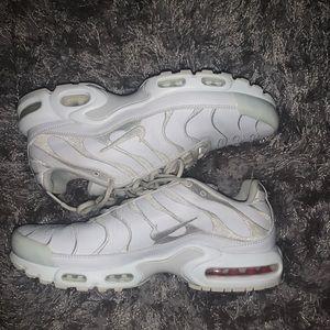 White Nike Tn Plus
